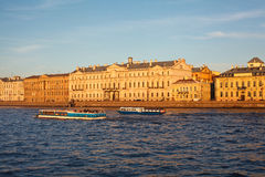Sightseeing do rio de Neva na cidade de St Petersburg Fotos de Stock Royalty Free