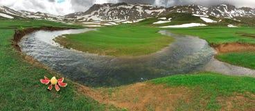 Sightseeing e apreciação nas montanhas fotos de stock royalty free