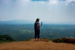 Sigiriya/étapes à Sigiriya/à photo montrant les étapes menant à Sigiriya& x27 ; dessus de s, Sri Lanka rentré, le 25 janvier 2018 Photos stock