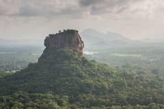 Sigiriya Lion Rock fästning, sikt från Pidurangala, Sri Lanka fotografering för bildbyråer