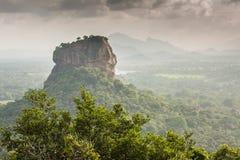 Sigiriya Lion Rock fästning, sikt från Pidurangala, Sri Lanka royaltyfria foton