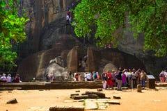 Sigiriya & x28; Lion Rock & x29; torres 200m sobre as planícies circunvizinhas Sri Lanka fotografia de stock royalty free