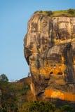 Sigiriya Lions vaggar sidotrappaskyen arkivbild