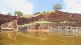 SIGIRIYA, SRI LANKA - FEBRUAR 2014: Die Ansicht der Spitze der Felsen-Festung in Sigiriya, ein alter Palast gelegen in den Zentre stock footage