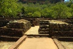 Sigiriya Sri Lanka - lion'sen vaggar, vaggar fästningen Arkivfoton