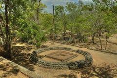 Sigiriya Sri Lanka - lion'sen vaggar, vaggar fästningen Royaltyfria Bilder