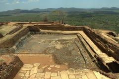 Sigiriya Sri Lanka - lion'sen vaggar, vaggar fästningen Arkivbilder