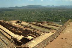 Sigiriya Sri Lanka - lion'sen vaggar, vaggar fästningen Arkivfoto