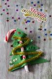 Süßigkeit Cane Christmas Tree mit frohen Weihnachten Stockbilder