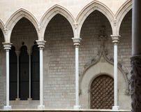 Siglo XV anticuado de la galería de la arquitectura gótica Foto de archivo