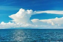 επάνω από τον ουρανό θάλασ&sigma Στοκ φωτογραφία με δικαίωμα ελεύθερης χρήσης