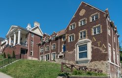 Sigma Alpha Epsilon Greek Housing chez Virginia University occidentale image stock