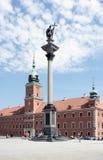 Sigmunds kolonn och kunglig slott i Wrasaw Royaltyfri Bild