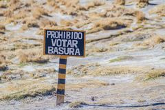 Sign on altiplano in Bolivia. Do not throw a garbage, written with an erro. R royalty free stock images
