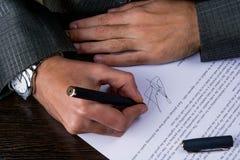 Sign del contratto di affari Fotografia Stock Libera da Diritti