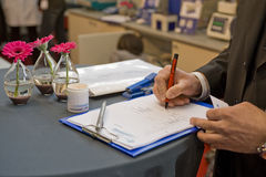 Sign del contratto su una fiera Immagine Stock