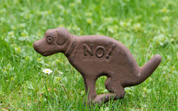 Sign dogs not to shit on lawns Royalty Free Stock Photo