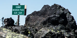 Sign marking the summit of the McKenzie Pass Royalty Free Stock Images
