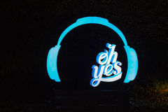 Sign Oh Yes headphones, blue black background night Stock Photo