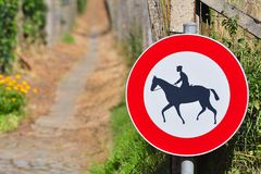 Sign prohibiting horseback riding Royalty Free Stock Photos