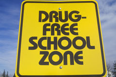 A sign that reads �Drug free school zone� Royalty Free Stock Photography