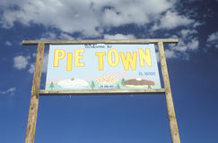 A sign that reads �Pie Town� Royalty Free Stock Photos
