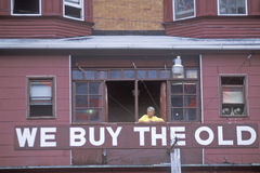 A sign that reads �We Buy The Old� in Atlantic City window Royalty Free Stock Images