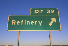 A sign that reads �Exit 39 - Refinery� Stock Image