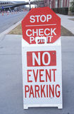 A sign that reads �No event parking� Royalty Free Stock Image