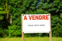 Sign showing the text - for sale with country land royalty free stock image