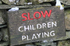 Sign stating SLOW CHILDREN PLAYING Royalty Free Stock Photos