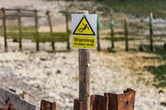 Sign: Warning - sudden drop Royalty Free Stock Image