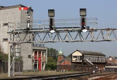 Signaalbrug en seinhuisje bij Shrewsbury-post Stock Fotografie