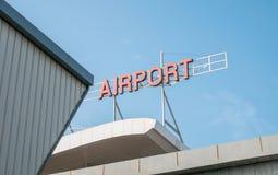 Signage авиапорта na górze здания авиапорта Стоковое Фото