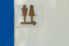 Signage ванной комнаты в древесине Стоковые Изображения RF
