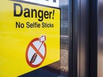 Signage запрещенный Selfie предупреждая публично зону транспорта Стоковые Фото