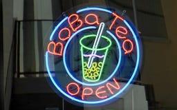 Signage au néon ouvert de thé de BoBa photo libre de droits