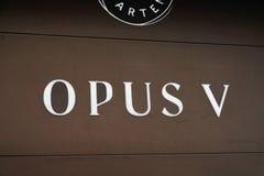 Signage av restaurangen för opus V i Mannheim, Tyskland arkivbild