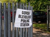 Signage bilingue de bureau de vote images libres de droits