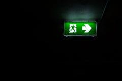 Signage da emergência da escada do escape de fogo fotos de stock