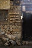 Signage devant le café chinois dans la ville antique Image stock