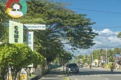 Signage do monumento da municipalidade para Santo Tomas, del de Davao Imagem de Stock