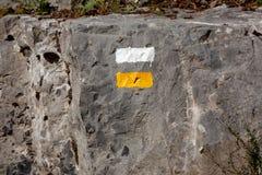 Signage européen des routes, des traînées et des itinéraires de montagne photo libre de droits