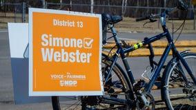 Signage na rowerze Simone Webster, NDP kandydat w P e Ja wybory zdjęcia stock