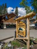 Signage på den Banff avenyn, Alberta Royaltyfri Fotografi
