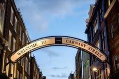 Signage på den Carnaby gatastaden av Westminster, London Royaltyfria Bilder