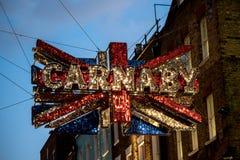 Signage på den Carnaby gatastaden av Westminster, London Arkivbilder