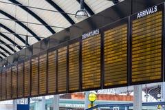 Signage på den Newcastle stationen arkivbilder