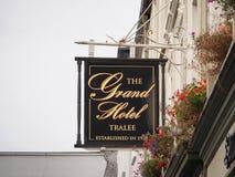 Signage pour l'hôtel dans Tralee Irlande images libres de droits