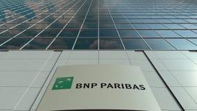 Signage raad met BNP Paribas-embleem Moderne de bureaubouw voorzijde Het redactie 3D teruggeven Stock Afbeelding